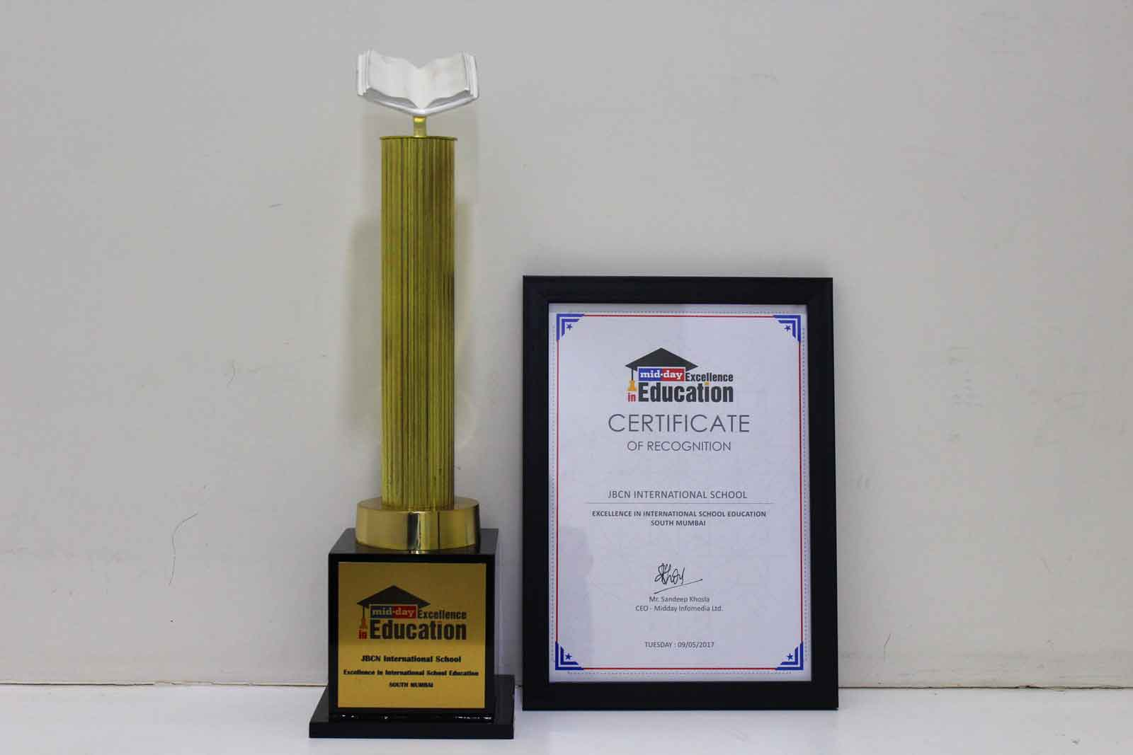 Midday Award trophy - Best Internationl School in Mumbai